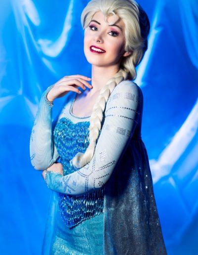 Koningin Elsa ijskoningin lachend - Magical Part kinderfeestje evenementen